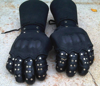 black-lance-hema-gloves-01